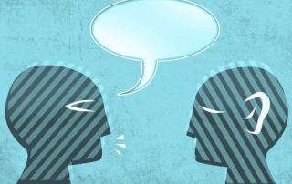 Persona-discutiendo-con-otra